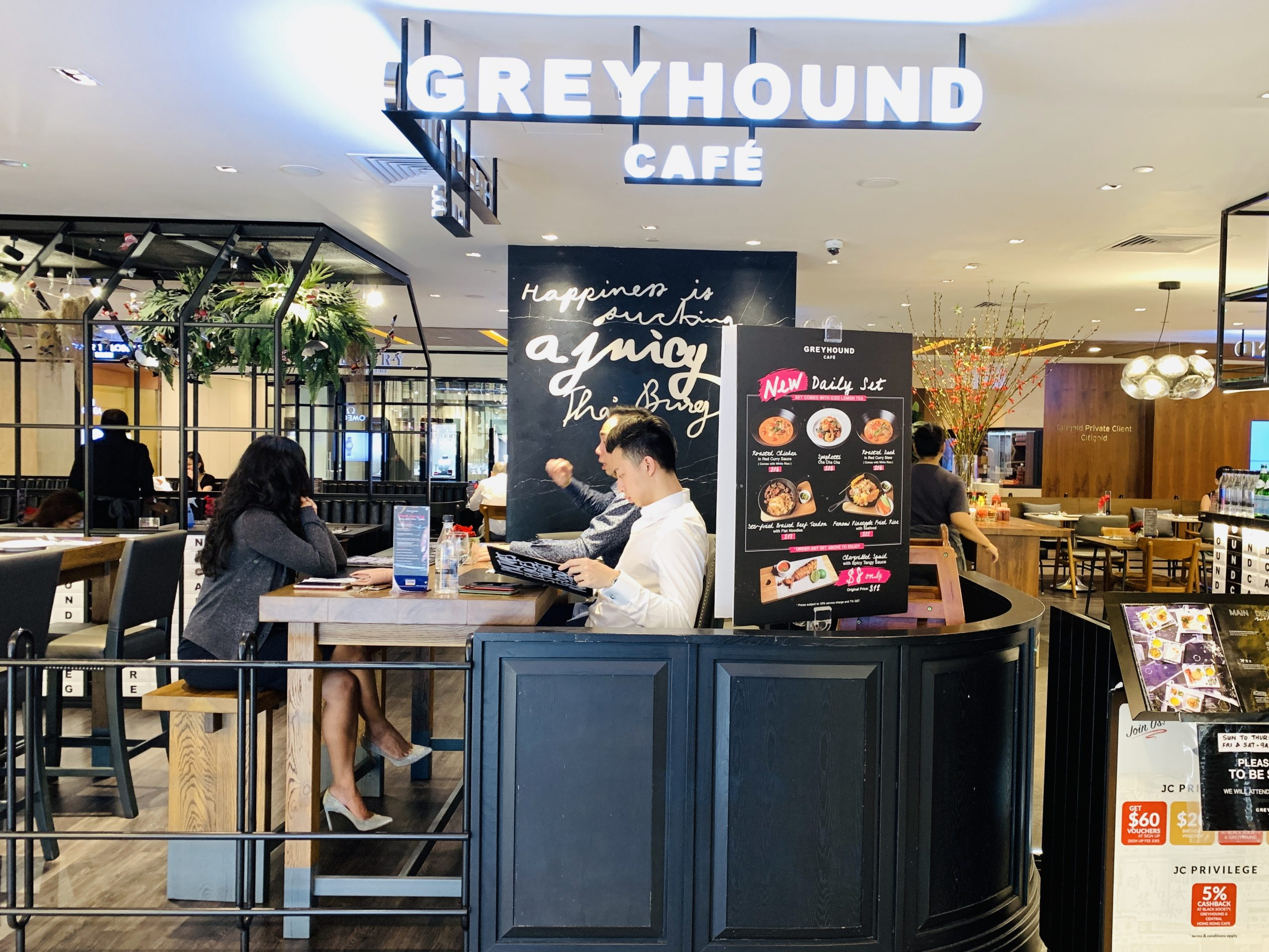 Greyhound Cafe - Restaurant Front